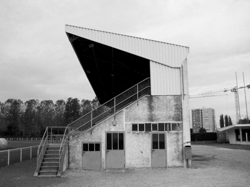 BDT Architectes   Tribune existante avant intervention noir et blanc.jpg