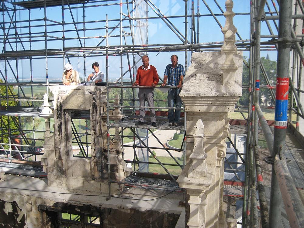 04 château brûlé vue du chantier.JPG